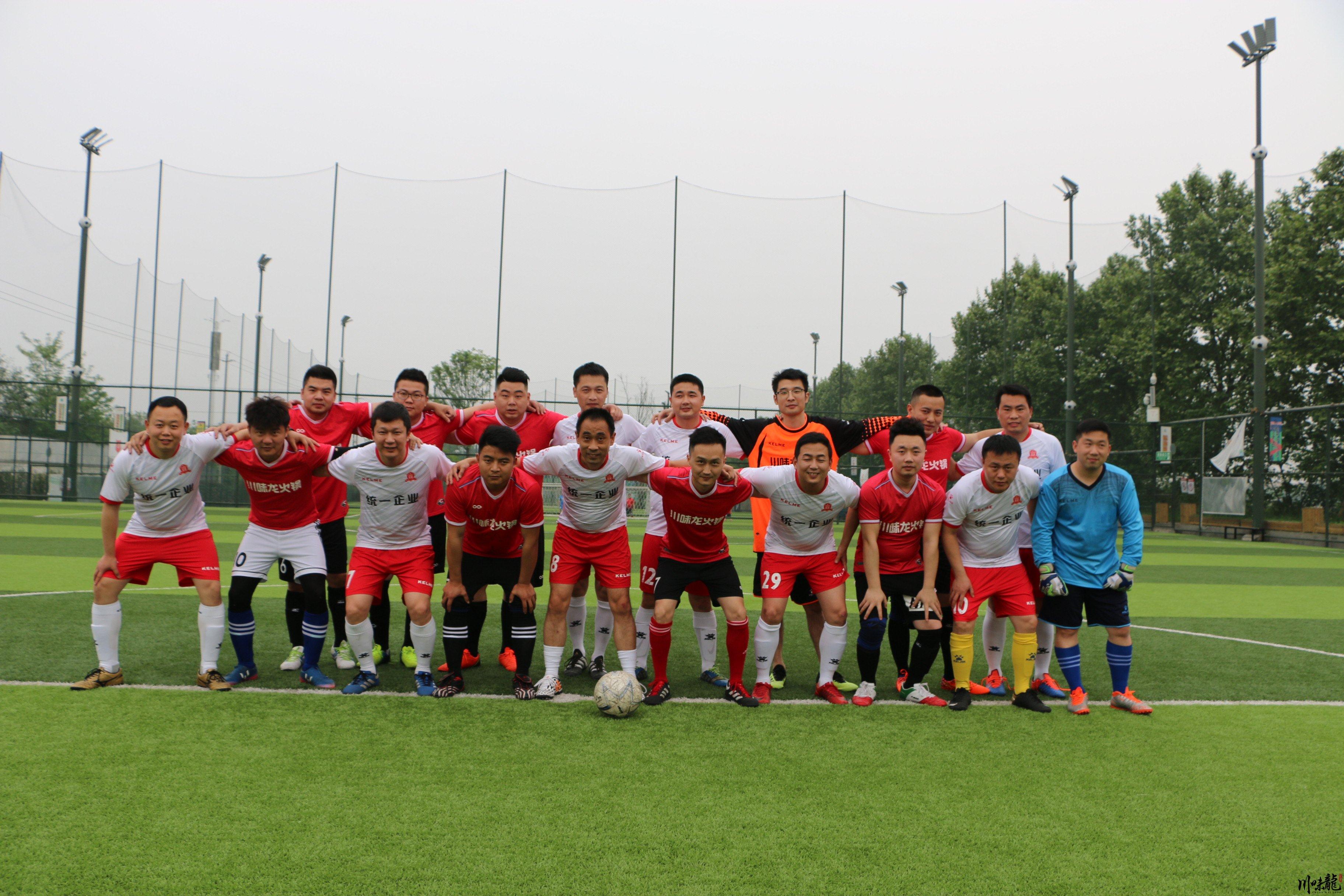 足球友谊赛:绿茵尽展风采 增添企业活力